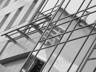 архитектурная абстракция с отражением