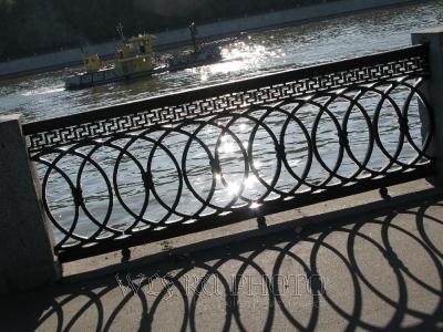 баржа на реке, фото