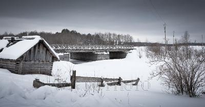 русская деревня зимой, деревянный мост