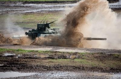 фото танка в воде