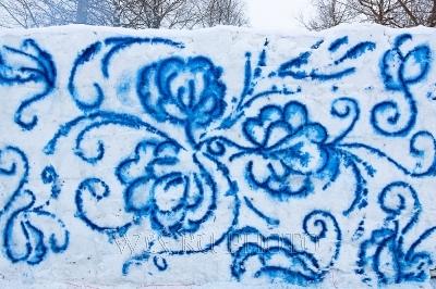 роспись гжель на снежной стене