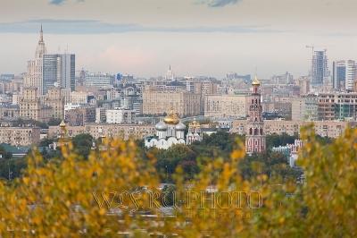 панорама Москвы сверху, вид на Новодевичий монастырь