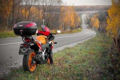 мотоцикл на осенней дороге фото