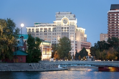 ночная, вечерняя Москва, Луна над Москвой фото