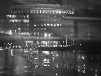Ночная Москва сквозь стекло