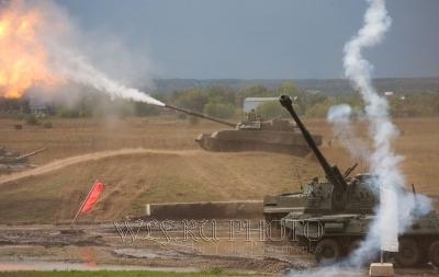 качественное фото стреляющего танка