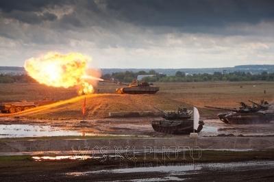 выстрел танка с пламенем, большое фото