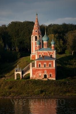 Качественные фото Тутаева. Преображенско-Казанская церковь