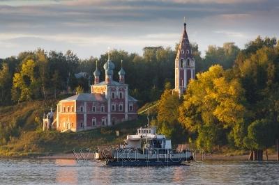 Казанская церковь в Тутаеве на закате, качественное фото