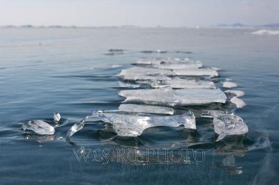 лед на замерзшем озере