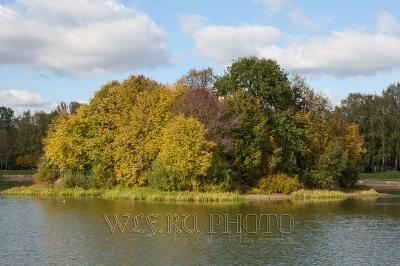 осень, остров на озере