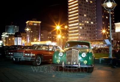 ретро автомобили на Новом Арбате в Москве фото