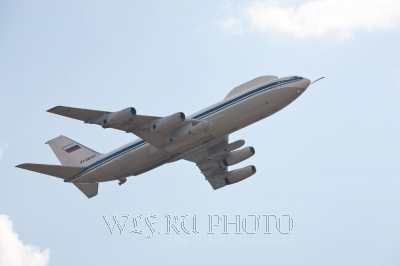 качественная большая фотография самолета вблизи, военный самолет