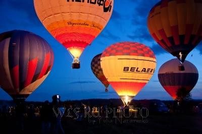 ночное свечение аэростатов воздушных шаров фото