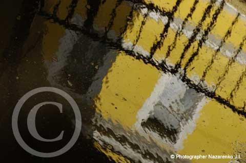 отражение в луже после дождя, фото