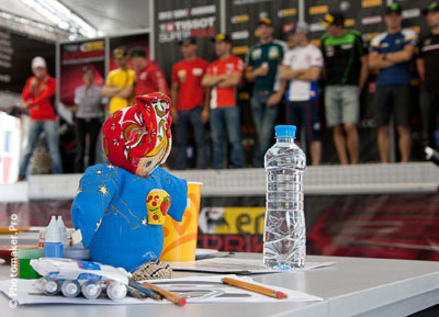 Роспись тарелок гонщиками Супербайка