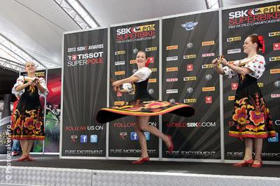 русские народные танцы на ЧМ по Супербайку в России