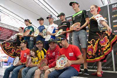 конкурс расписывания тарелок на российском этапе Супербайка 2013 на Moscow Raceway