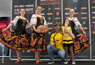 Эдуард Блохин с дочерью на конкурсе расписывания тарелок