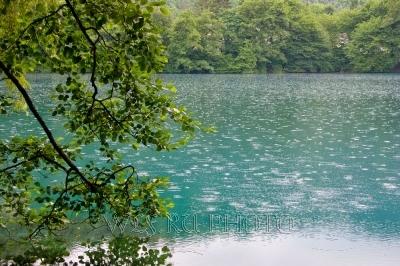 Картинки по запросу осенний дождь озеро